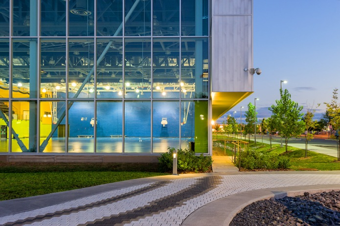 complexe sportif gatineau at dusk magne architectes